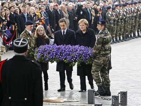 Homenagem dos líderes da França e da Alemanha ao Túmulo do Soldado Desconhecido, na França